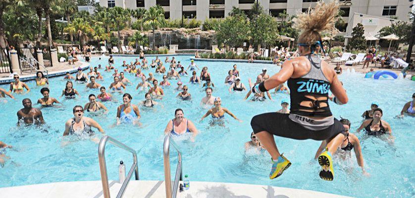 que ejercicios hacer para bajar de peso en la piscina