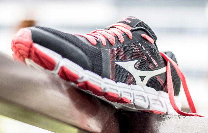 7 zapatillas multideporte para mujer que aseguran las mejores prestaciones - Mizuno Synchro SL 2
