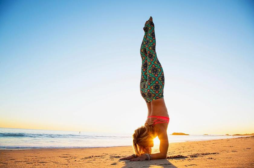posturas-yoga-sobre-la-cabeza