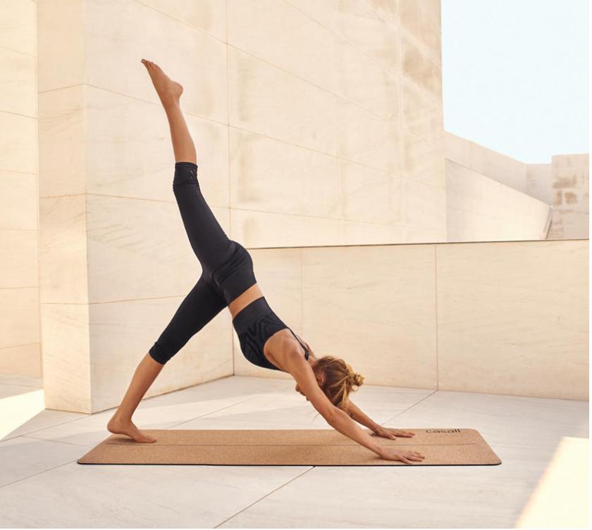 Las posturas de yoga que triunfan en instagram png 840x753 Yoga figuras de  parejas 3cdafe3c07ea
