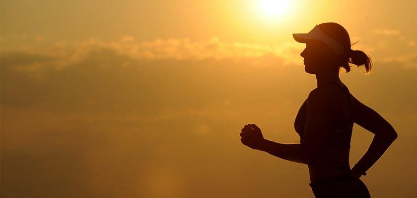 Las 7 razones que te llevarán a enamorarte del running este verano, anochecer