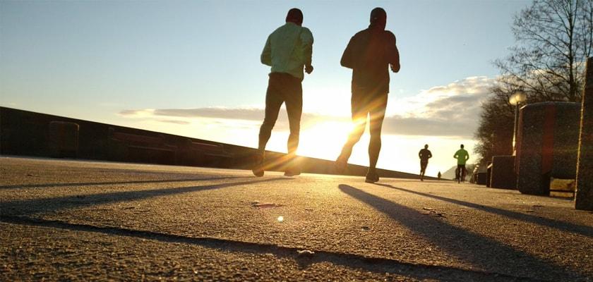 Las 7 razones que te llevarán a enamorarte del running este verano, entrena solo o acompañado