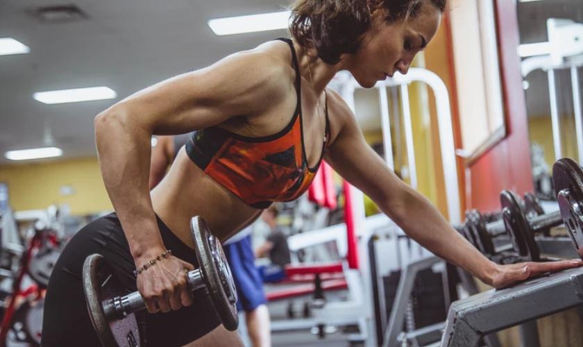 Entrenar los abdominales oblicuos trae muchos beneficios